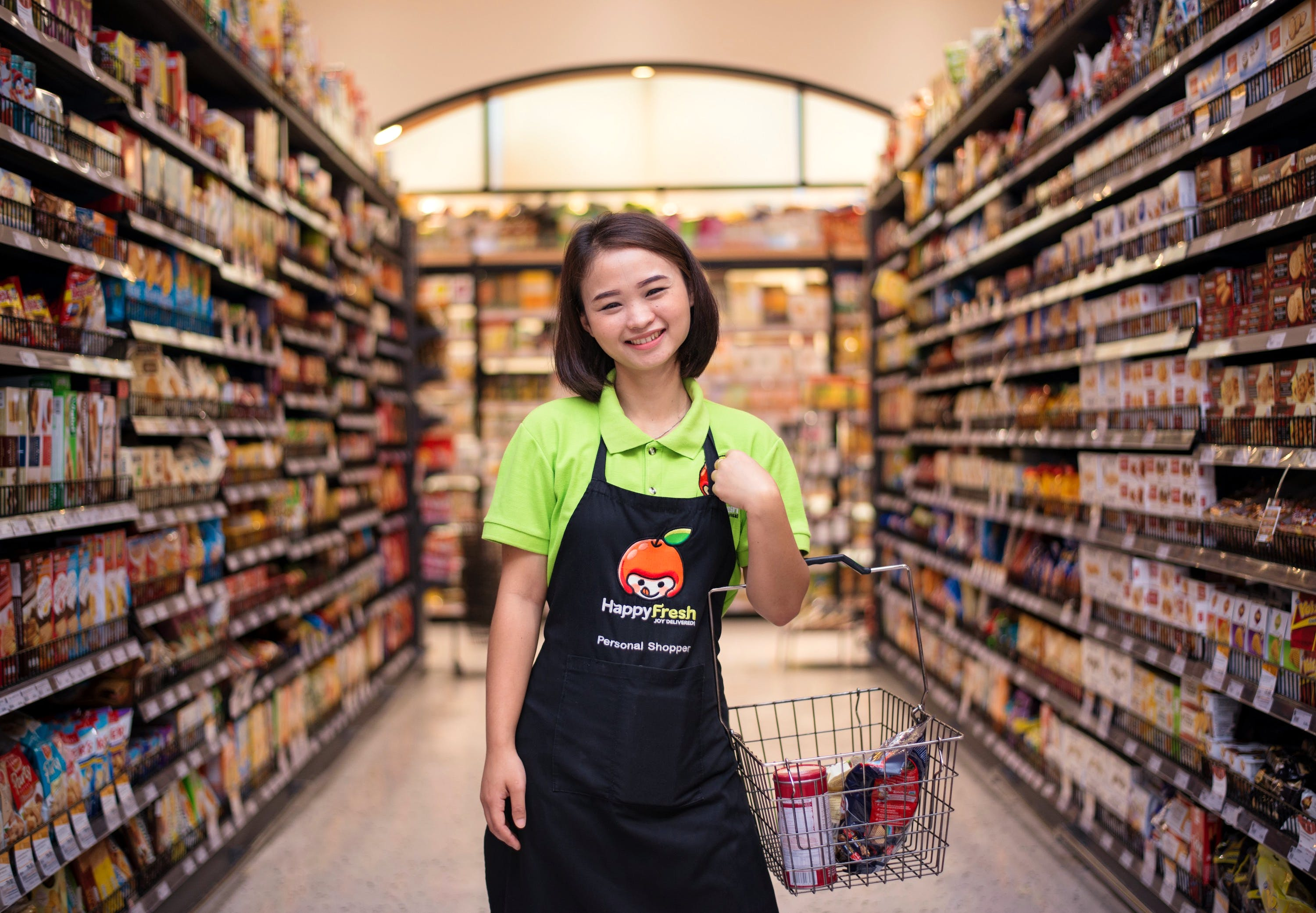 supermarket_aisle_shopper_smile_portrait_GIE_4768